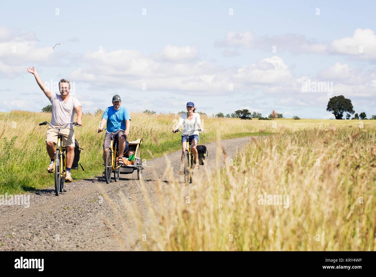 Una familia ciclismo Imagen De Stock