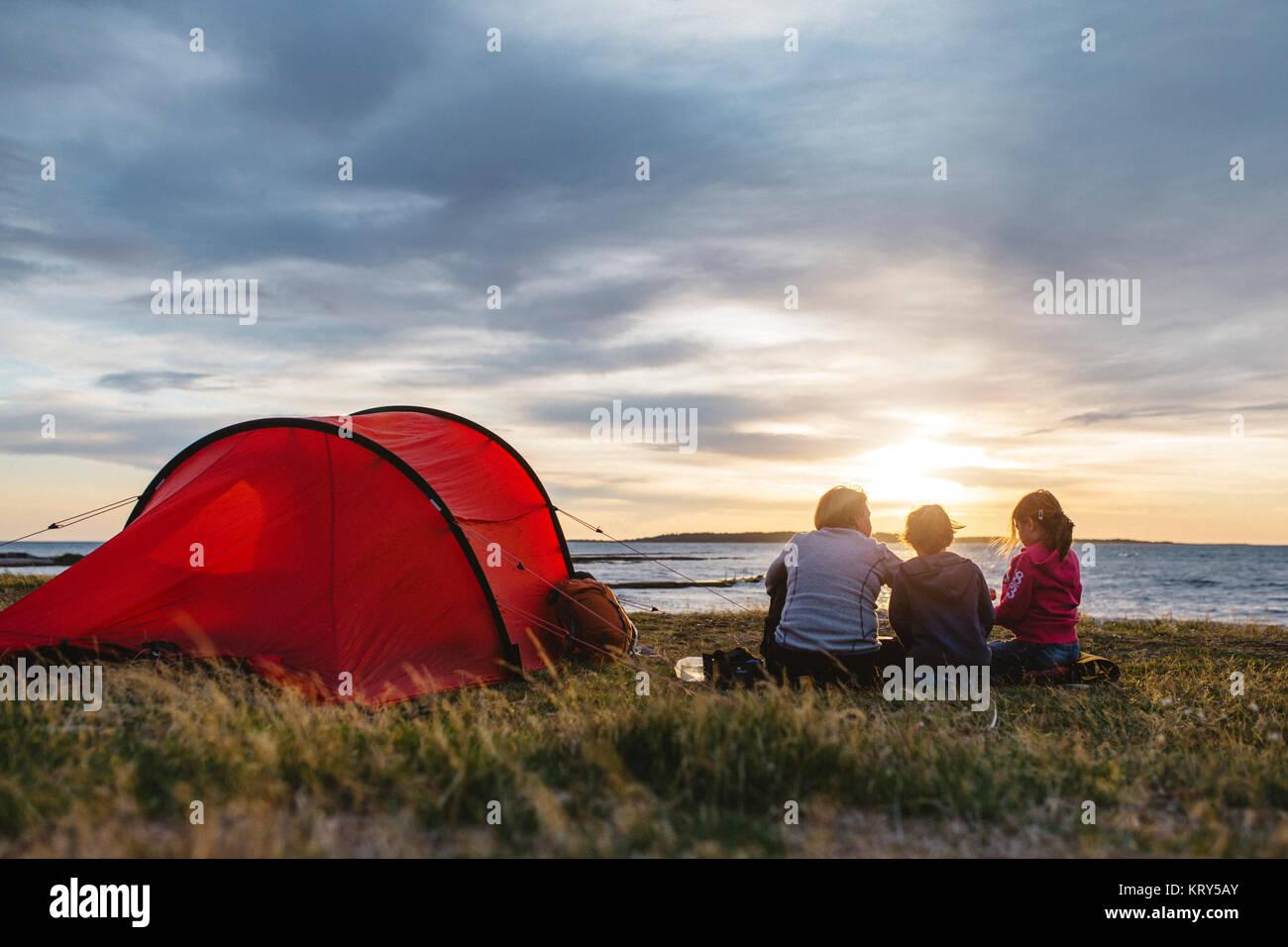 Un camping familiar Imagen De Stock