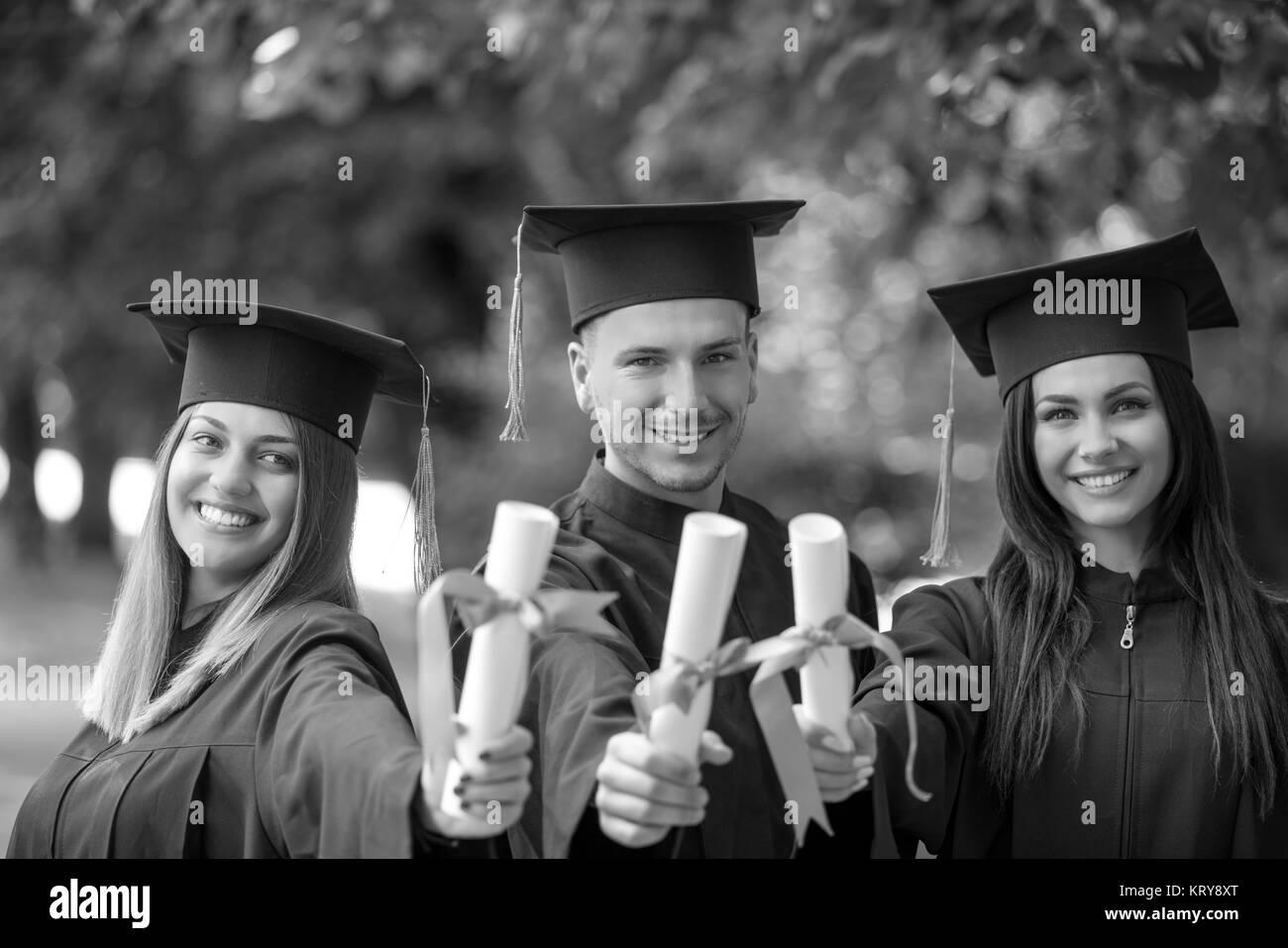 4a14dcc40 Estudiantes Internacionales Celebrando La Graduación Imágenes De ...