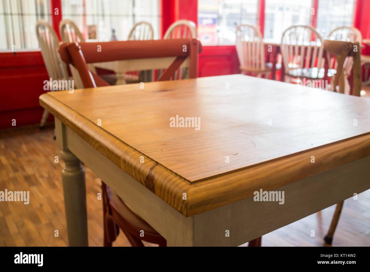 Vintage mesas y sillas de madera para cocina Foto & Imagen De Stock ...