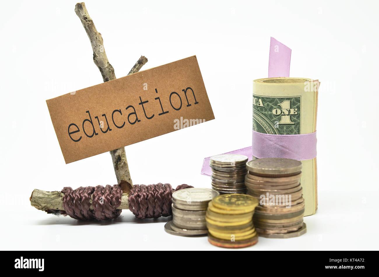 Monedas y dinero con etiqueta educación Foto de stock