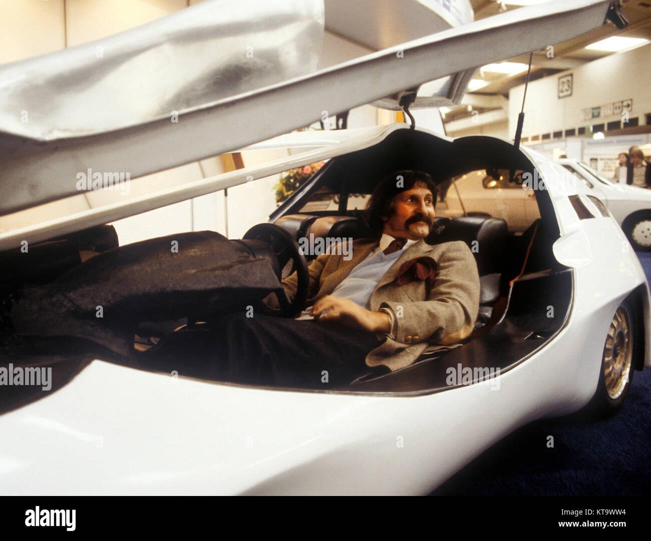 Luigi Colani en una exposición de diseño en Alemania 1978 Imagen De Stock