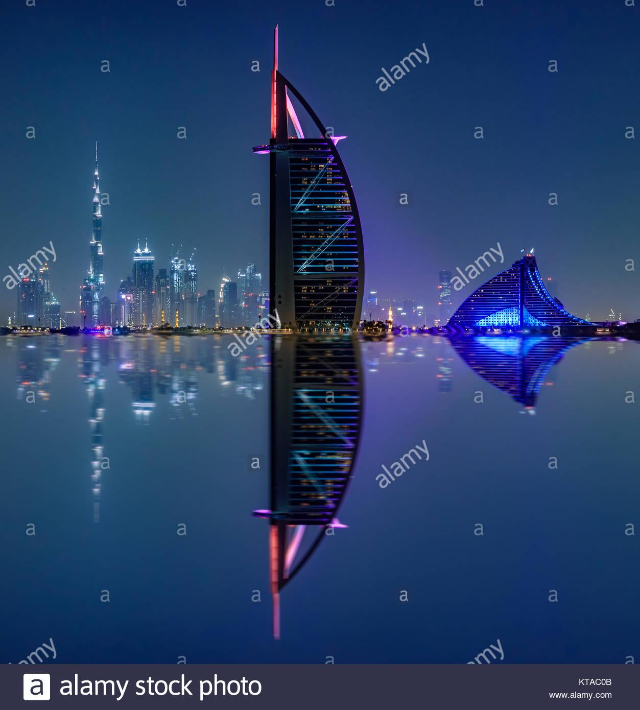 Vista de Burj Al Arab, Burj Khalifa, y Jumeirah Beach Hotel de Palm Jumeirah. Imagen De Stock