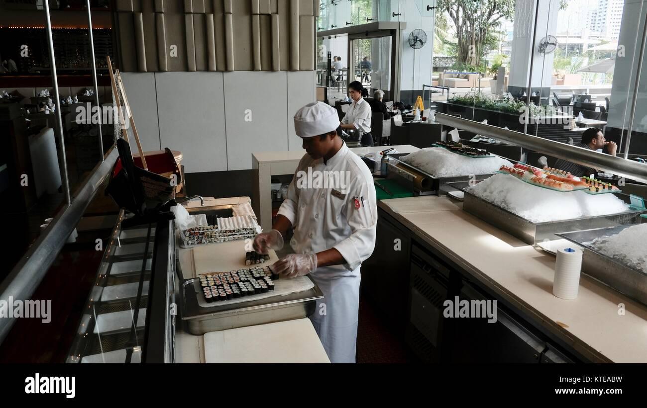 Hotel fino Comedor Gourmet en el hermoso Restaurante Flow Millennium Hilton con vistas al río Chao Phraya Bangkok Imagen De Stock