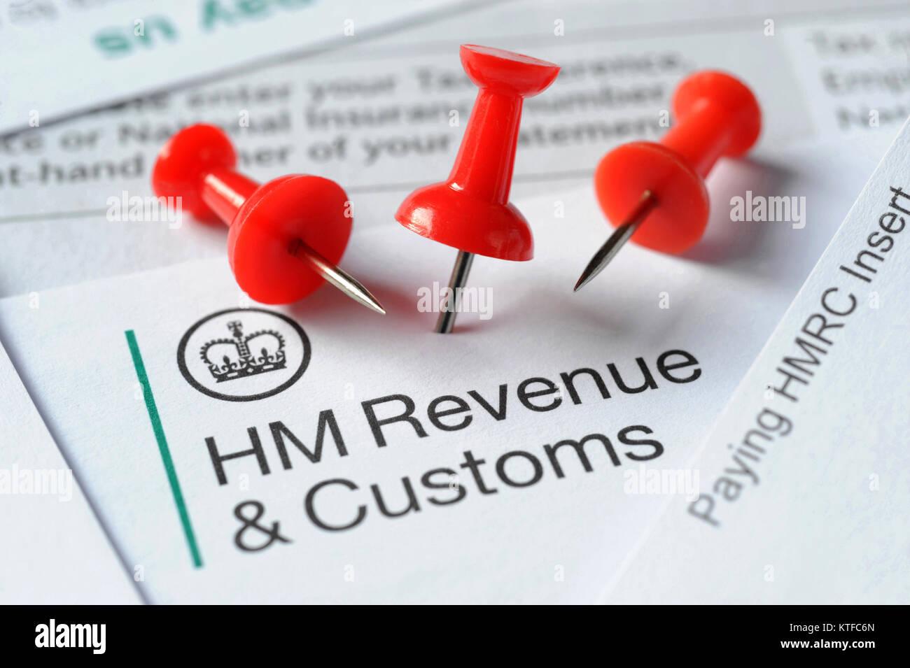 El HMRC CARTAS CON notificación roja junta los pasadores RE empleo impuestos evasión, fraude de impuestos Imagen De Stock