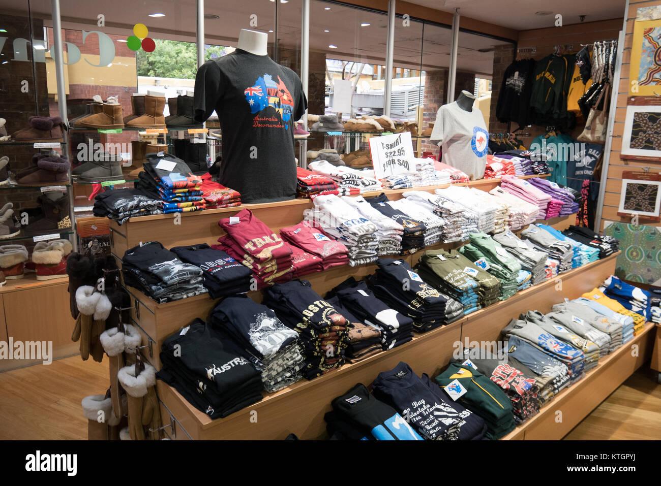 5f698f27c97bf Souvenir Shop Australia Imágenes De Stock   Souvenir Shop Australia ...