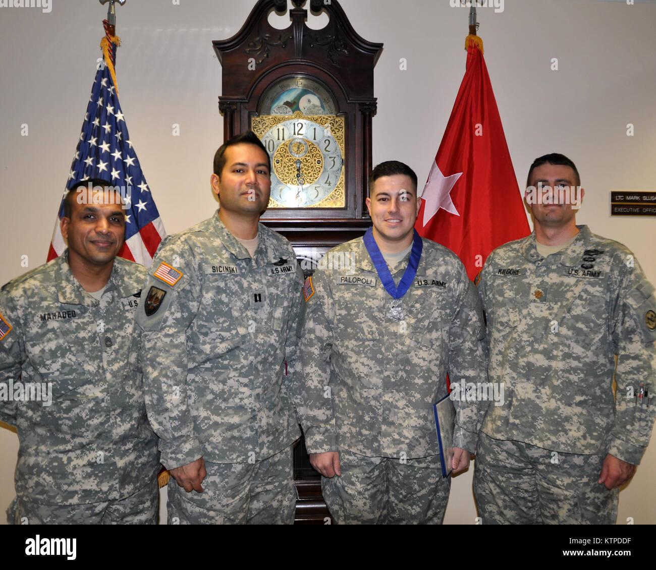 LATHAM-- Nueva York el sargento de la Guardia Nacional del Ejército. Michael Palopoli, segundo desde la derecha, Foto de stock