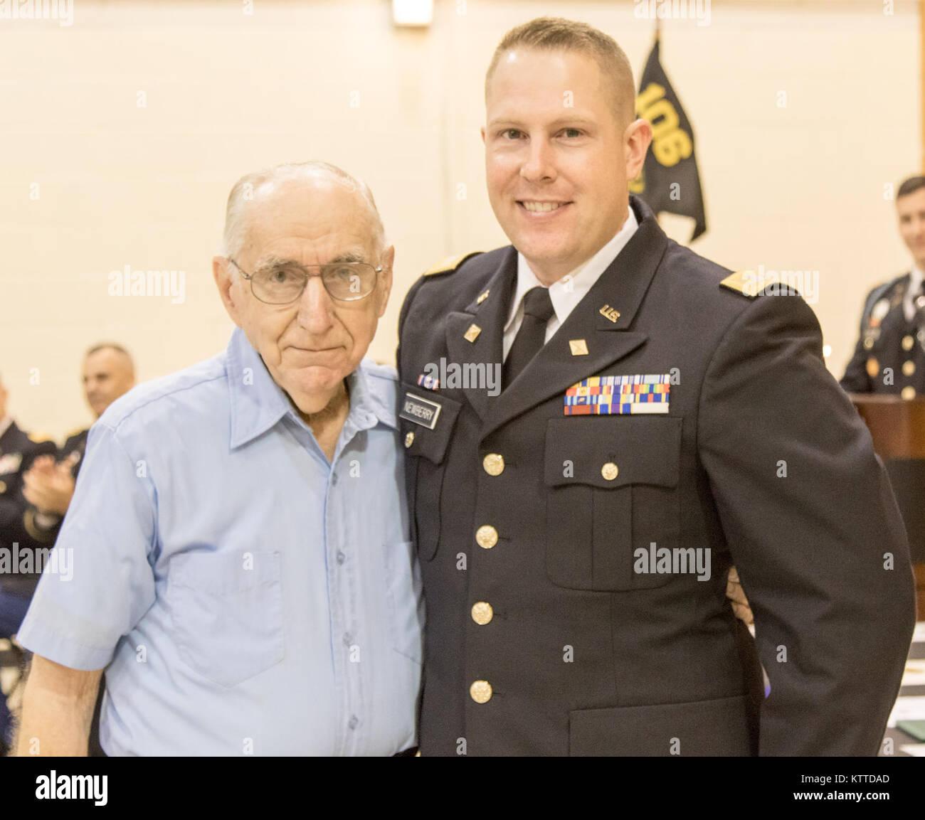el subteniente del ejército estadounidense duncan newberry graduado