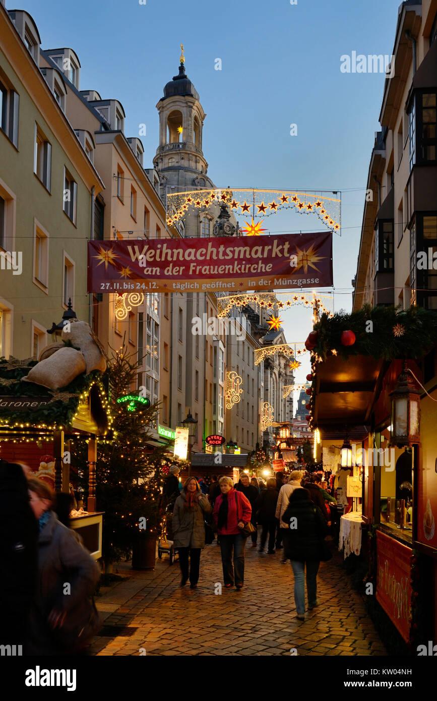 Dresden, coin lane, Feria de Navidad en la Iglesia de Nuestra Señora , Münzgasse, Weihnachtsmarkt an der Frauenkirche Foto de stock