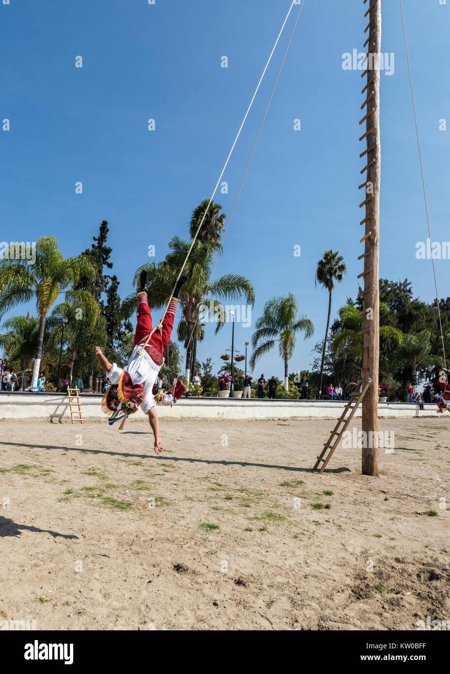 Toque ABAJO, Danza de los Voladores, Malecon, Chapala, Jalisco, México Imagen De Stock