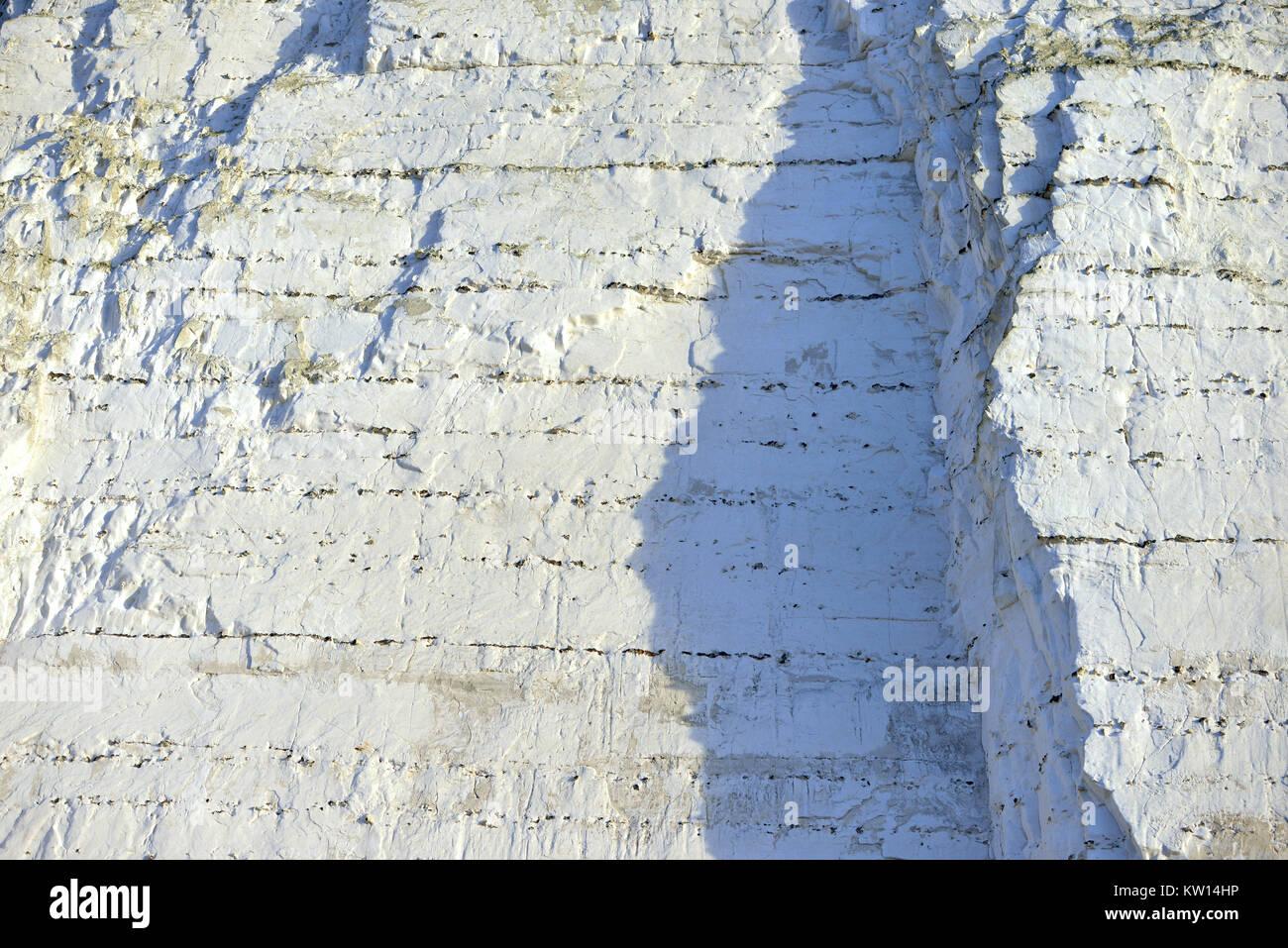 Acantilado de tiza, cretáceo detalle de las rocas que conforman las Siete Hermanas en la costa de East Sussex. Imagen De Stock