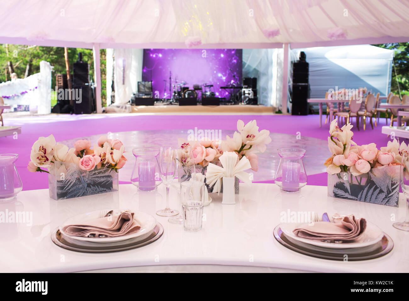 Hermosa Vestir Una Mesa Para Una Cena Composición - Ideas de Vestido ...