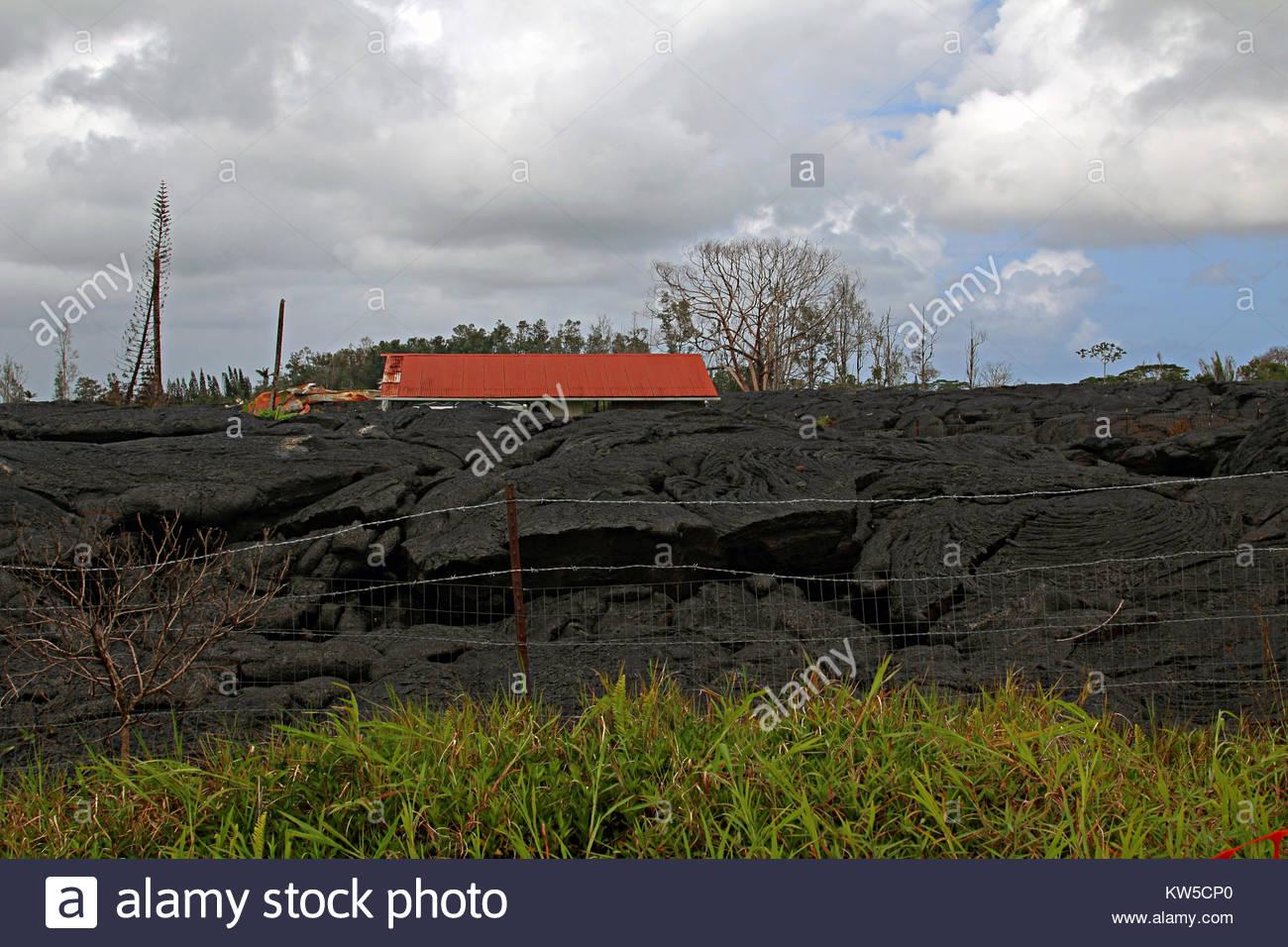 Restos de la primera casa a sucumbir a un flujo de lava del volc n kilauea que entr en una - La casa del volcan ...