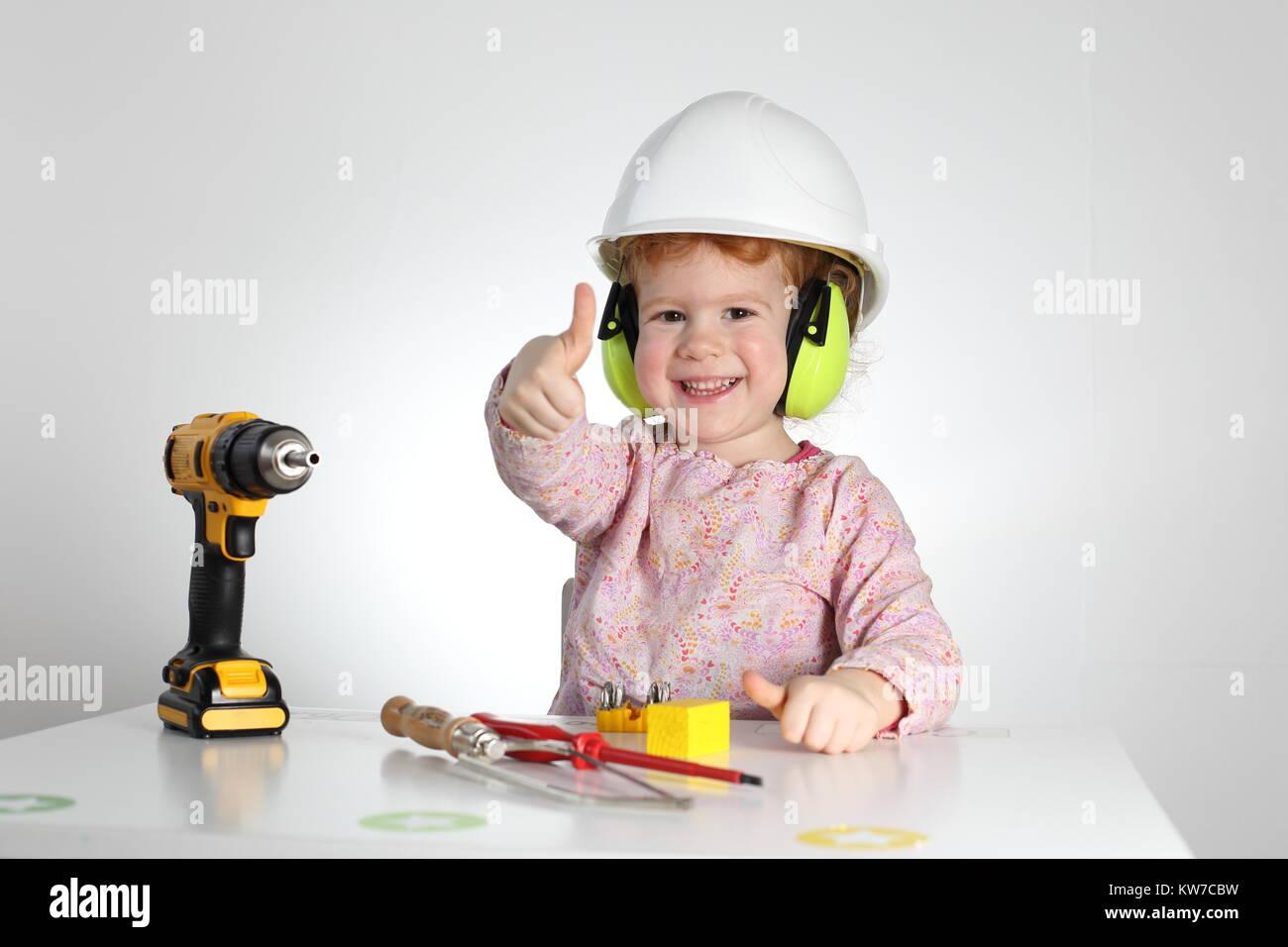 Un niño en el trabajo, seguridad y salud ocupacional Imagen De Stock