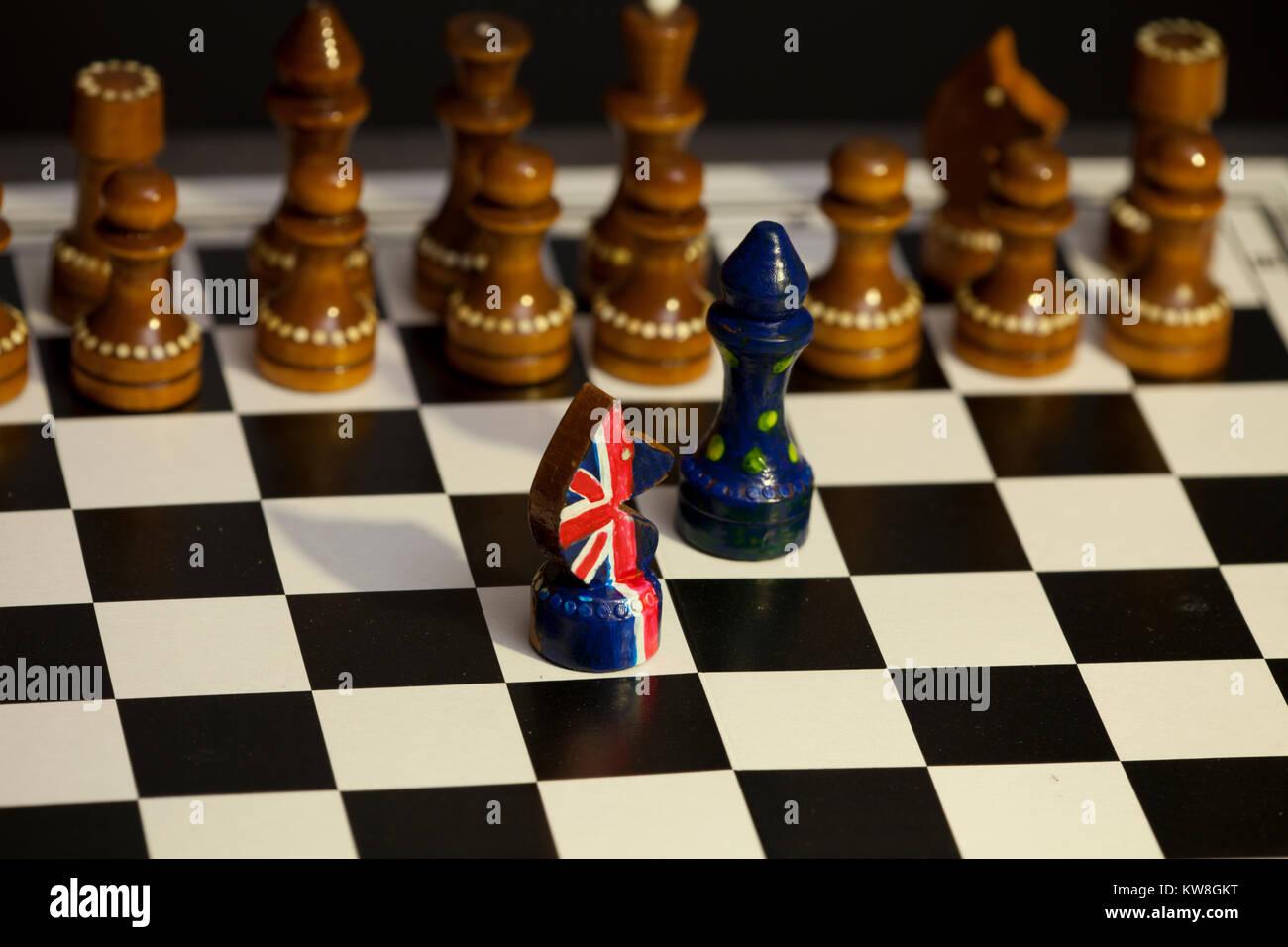 Juego de ajedrez de Gran Bretaña y la Unión Europea, británicos y europeos Brexit enfrentamiento Imagen De Stock