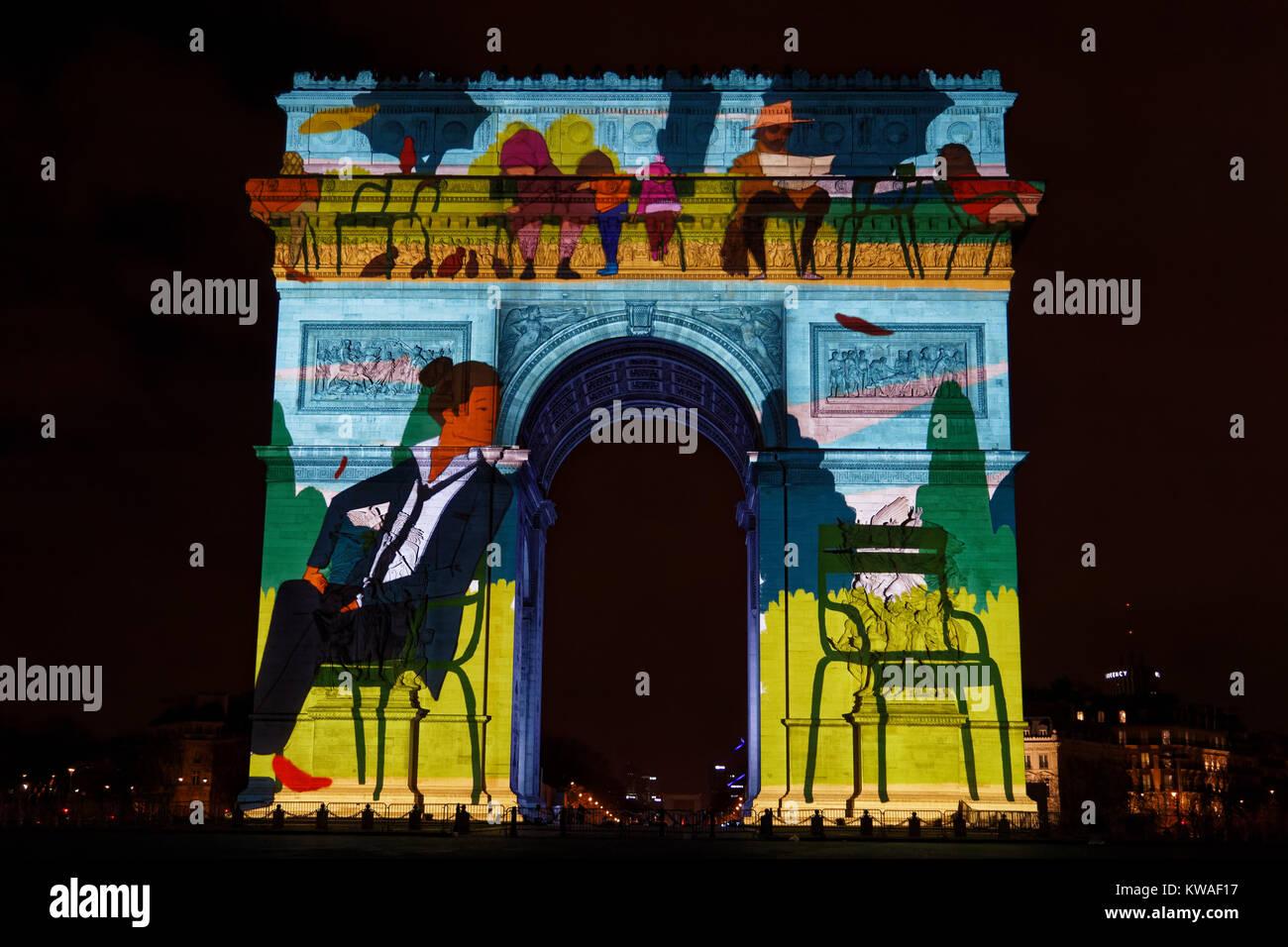 París, Francia. 31 dic, 2017. El espectáculo de vídeo proyectado sobre el arco de triunfo para el año nuevo el 31 Foto de stock