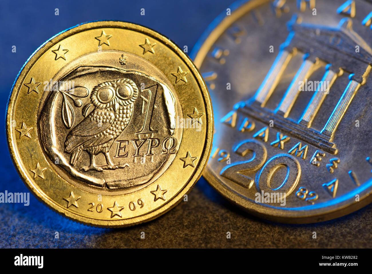 Euro-Monedas Griegas y un drachm, Griechische Ein-Euro-M?nze und Drachme, Griechische Ein-Euro-und Drachme Muenze Foto de stock