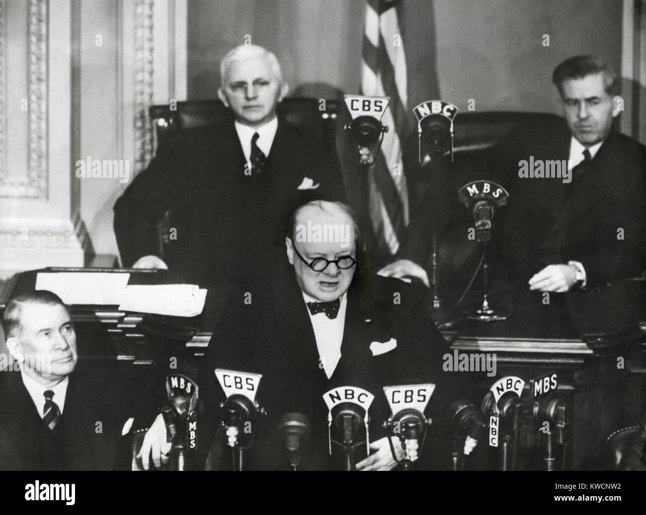 El Primer Ministro Winston Churchill ante una sesión conjunta del Congreso, el 26 de diciembre de 1941. Menos de Foto de stock