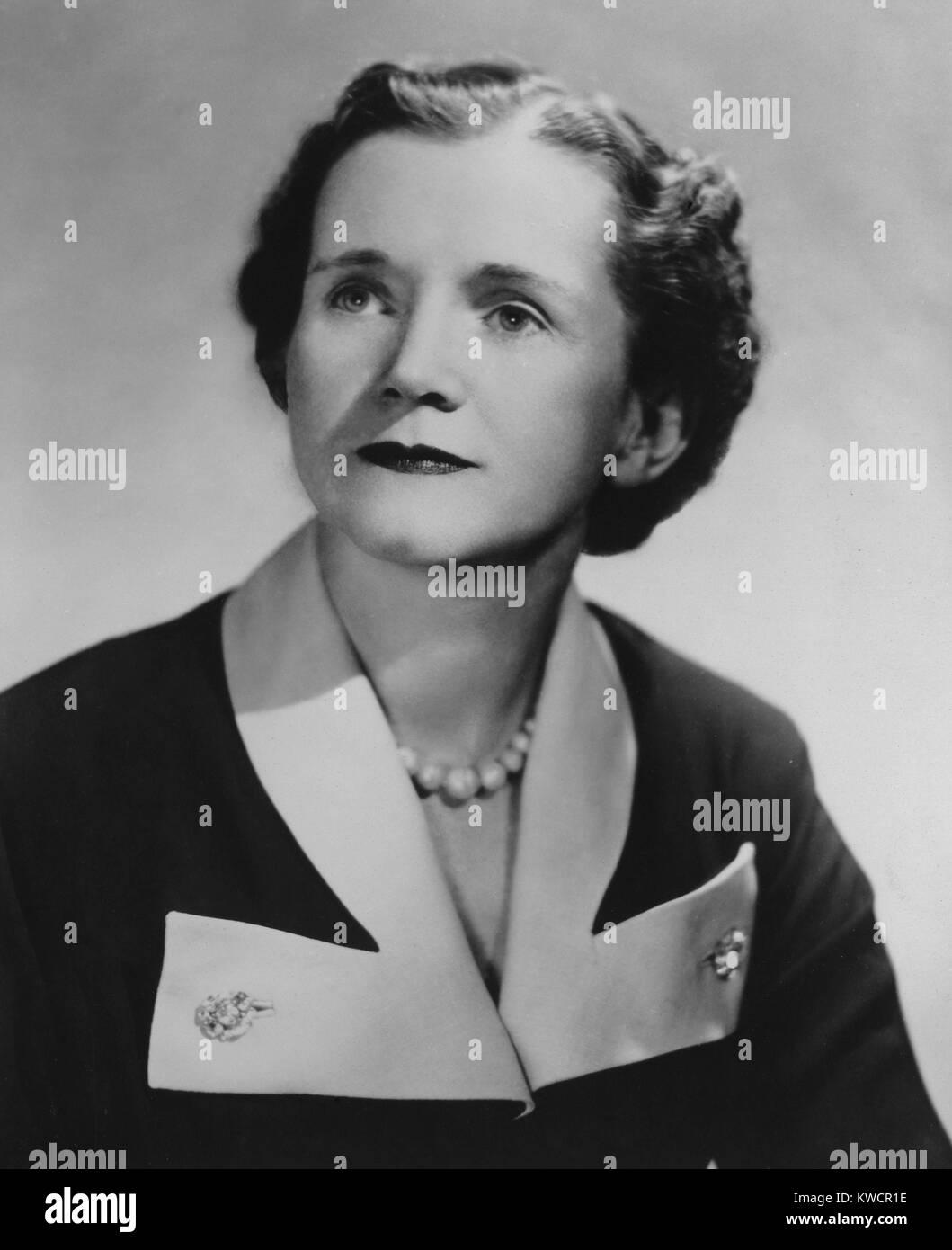 """El biólogo marino Rachel Carson, después de que publicó su primer libro """"El mar que nos rodea' en 1951. El libro Foto de stock"""