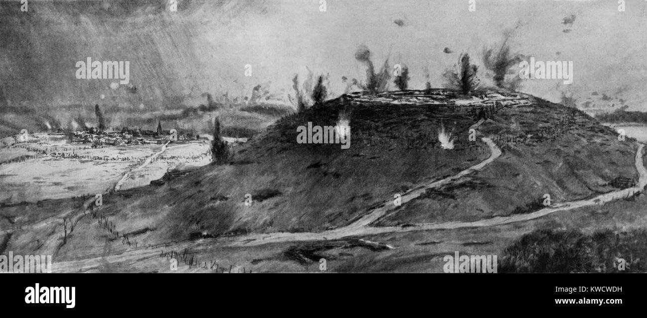 La I Guerra Mundial: la batalla de Verdún. Vista general de la aldea y Fort Douaumont durante el ataque de Imagen De Stock