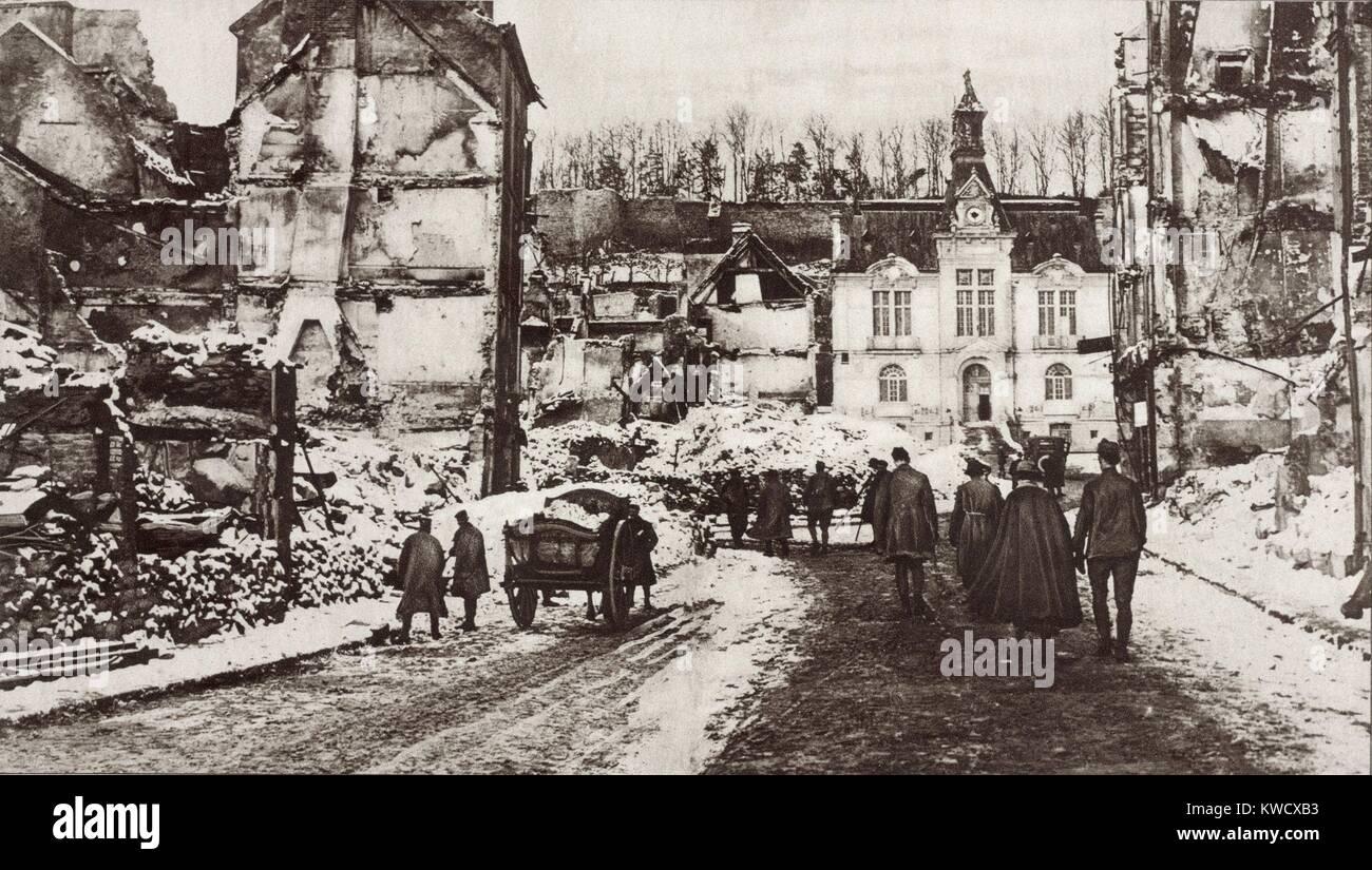 Guerra Mundial 1. Las ruinas de Chateau-Thierry, Francia, un centro de combates en junio-julio de 1918. Las fuerzas Foto de stock
