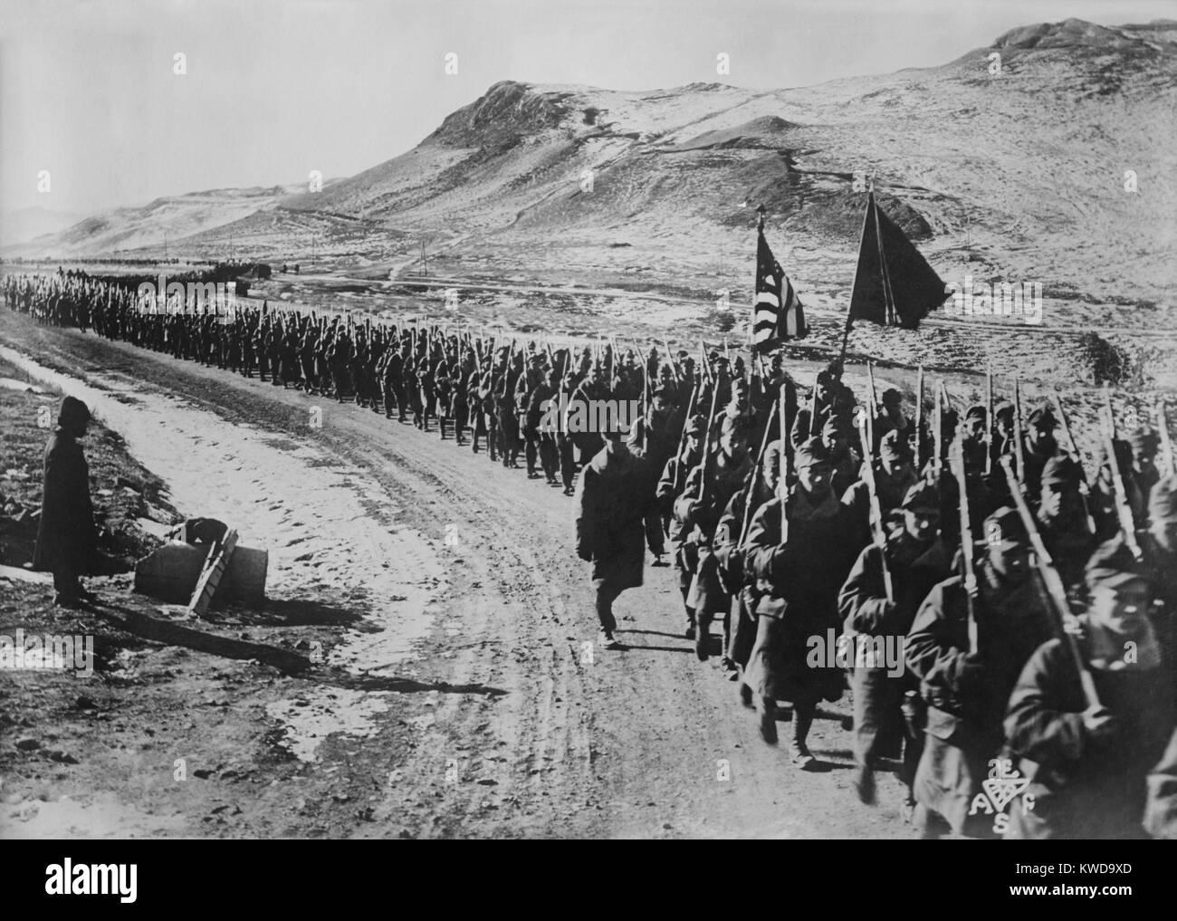 La Fuerza Expedicionaria americana de Siberia, el 31 de Infantería, sobre la marcha en el Lejano Oriente de Rusia, Foto de stock