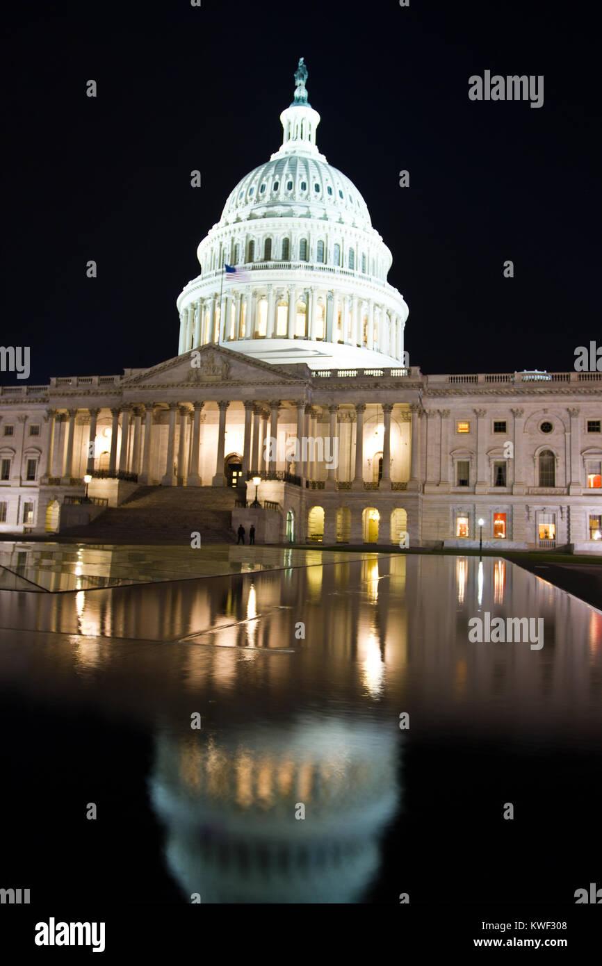 El edificio del Capitolio de los Estados Unidos, Washington DC, es el hogar del Congreso de los Estados Unidos, y la sede de la rama legislativa del gobierno federal de los Estados Unidos. Foto de stock