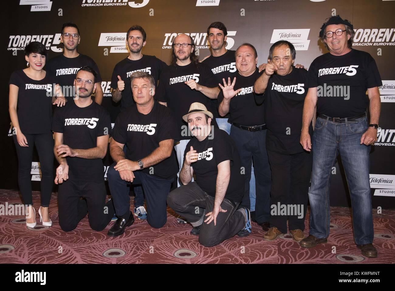 ¿Cuánto mide Julián López? - Altura - Página 4 Madrid-espana-30-de-septiembre-l-r-carlos-areces-julian-lopez-alec-baldwin-santiago-segura-angy-fernando-esteso-y-jesus-janeiro-asistir-a-torrente-5-operacion-eurovegas-photocall-en-el-casino-gran-madrid-el-30-de-septiembre-de-2014-en-madrid-espana-personas-alec-baldwin-kwfmnt