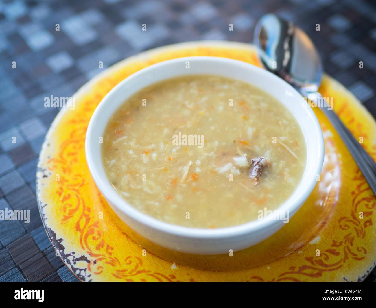 Un tazón de sopa casera de Turquía (sopa de pollo casera) de d'Cer por Tish Cafe en Saskatoon, Saskatchewan, Imagen De Stock
