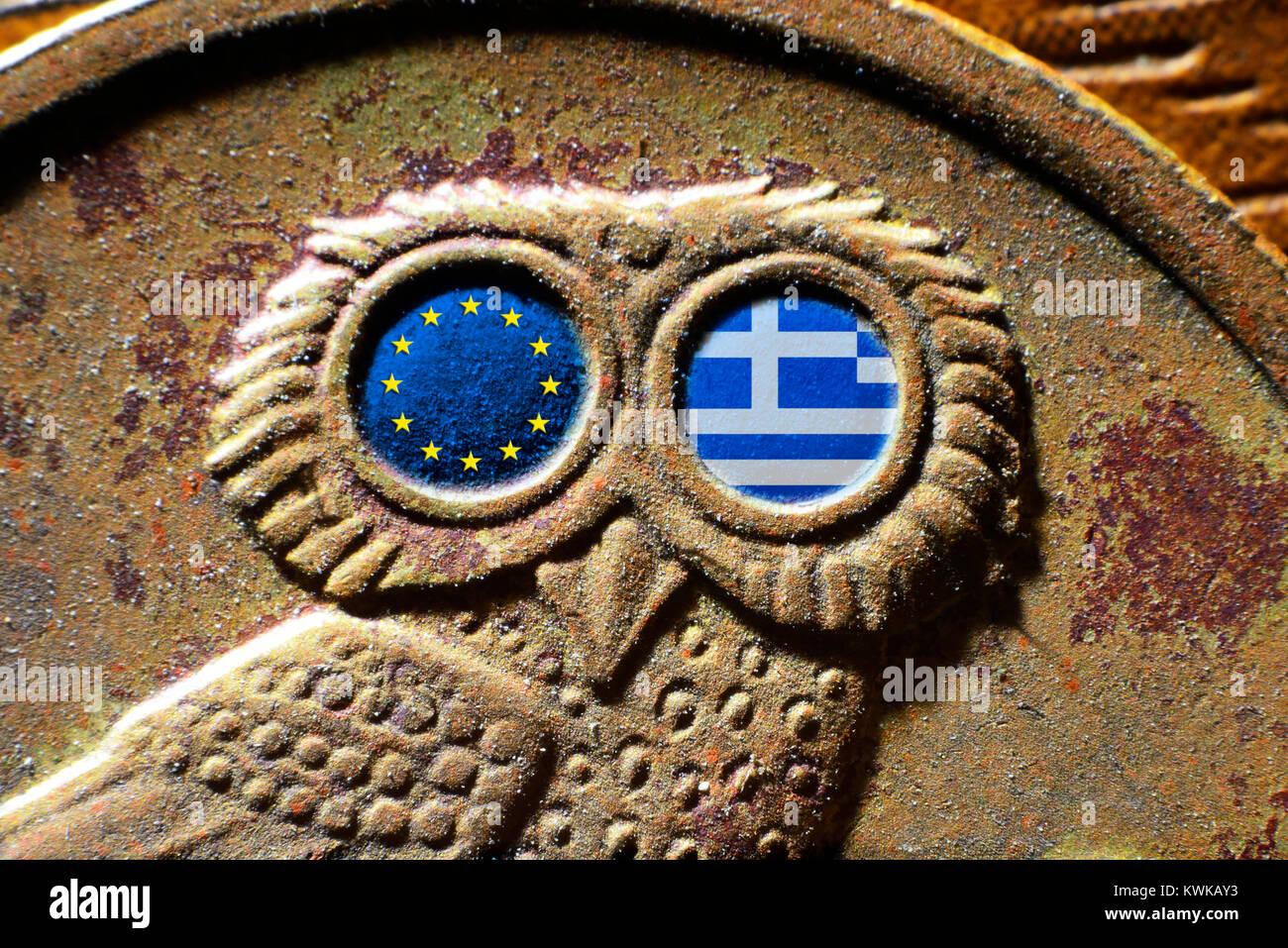 Moneda drachm griego con banderas de la Unión Europea y Grecia, Griechische Drachme-M?nze mit von Fahnen und UE Griechenland Foto de stock