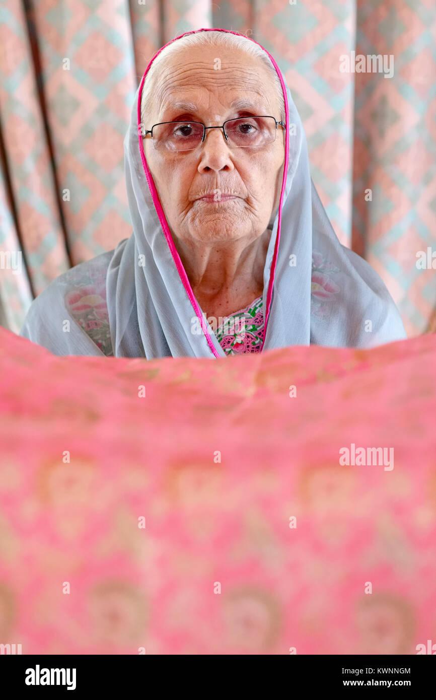 Magnífico Trajes De Boda Sikh Elaboración - Colección de Vestidos de ...