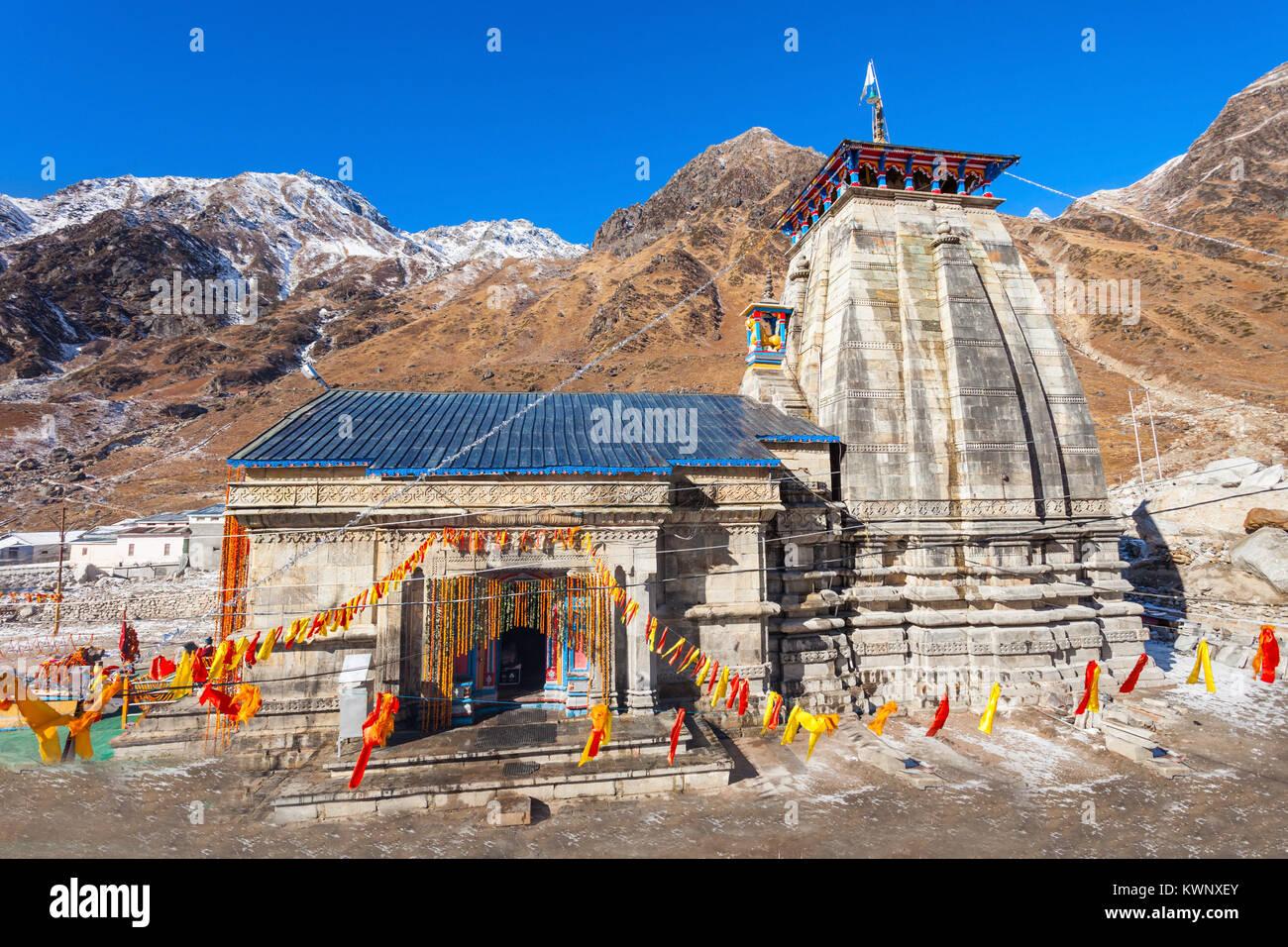 Kedarnath templo es un templo hindú dedicado al Señor Shiva. Está situado en el Himalaya de Garhwal Uttarakhand, estado de la India. Foto de stock