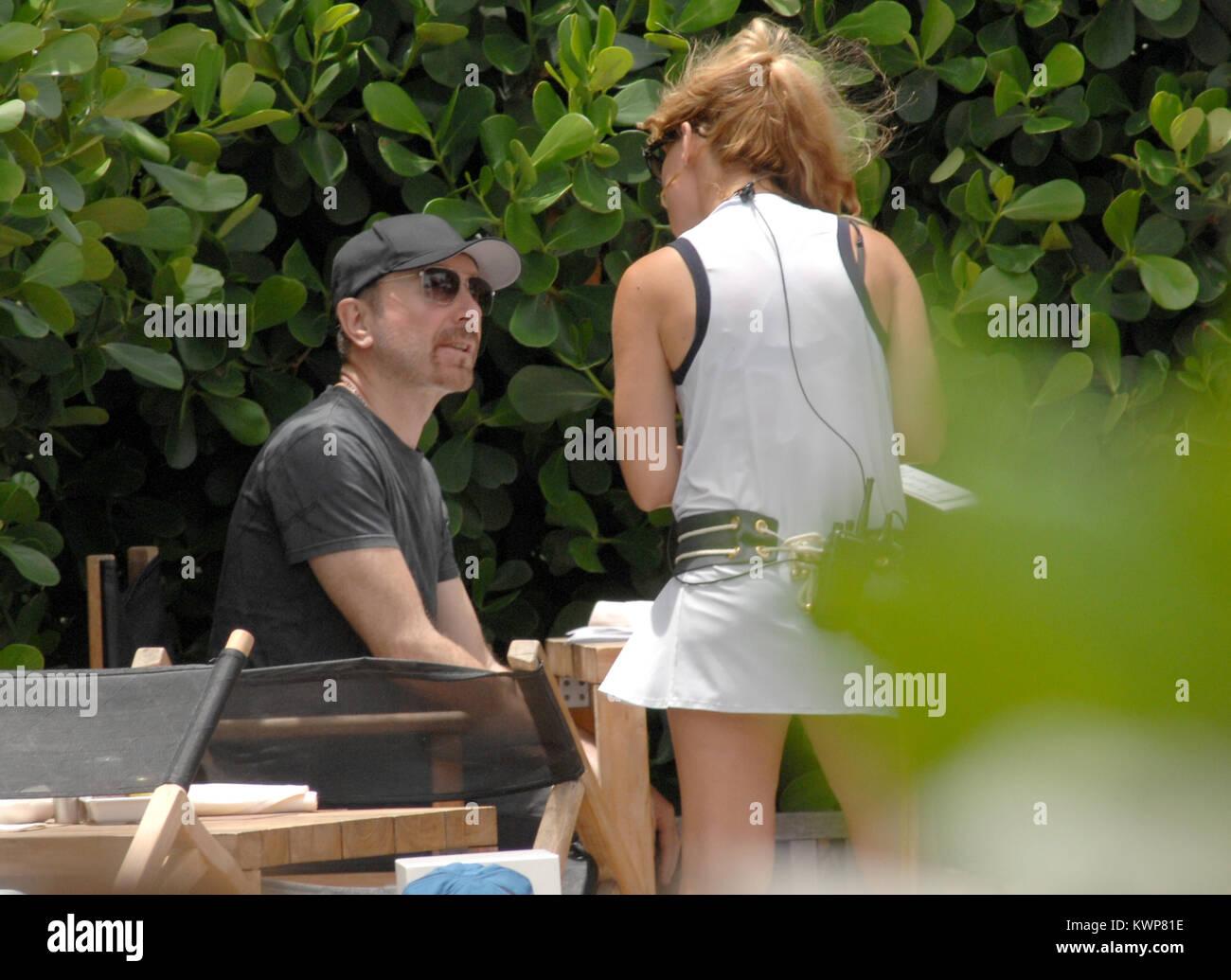 MIAMI BEACH, FL - 30 DE JUNIO: U2\'s el borde disfruta de un almuerzo ...