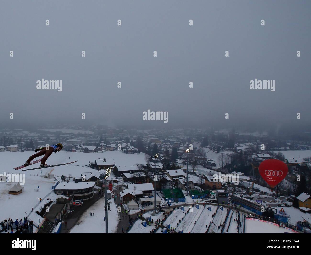 Bischofshofen, Austria. 05th, Jan, 2018. Hula Stefan de Polonia compite durante un entrenamiento saltar el día 7 Foto de stock