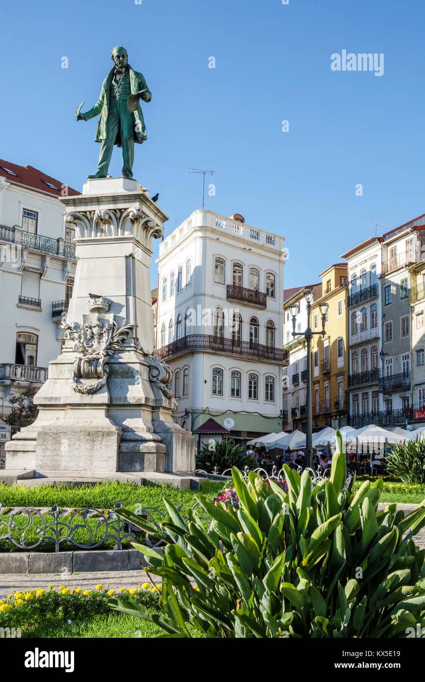 Coimbra Portugal centro histórico Largo da Portagem plaza principal monumento estatua Joaquim Antonio de Aguiar Imagen De Stock