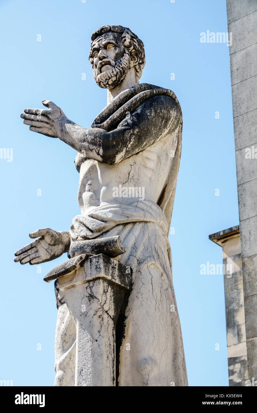Universidad de Coimbra Coimbra Portugal Universidade de Coimbra Facultad de Letras campus estatua escultor Barata Imagen De Stock