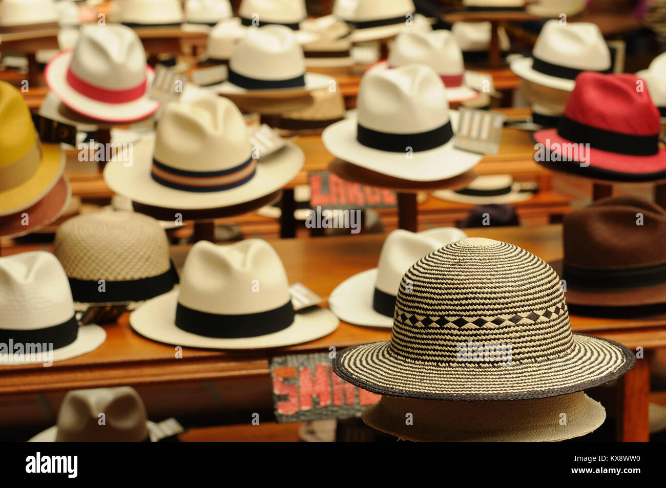 Ecuador Panama Hats Imágenes De Stock   Ecuador Panama Hats Fotos De ... dcc023cdcfe