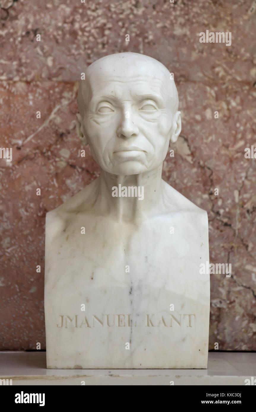 El filósofo alemán Immanuel Kant. Busto de mármol por el escultor alemán Johann Gottfried Schadow (1808) en la pantalla en el salón de la fama del Walhalla Memorial cerca de Regensburg, en Baviera, Alemania. Foto de stock