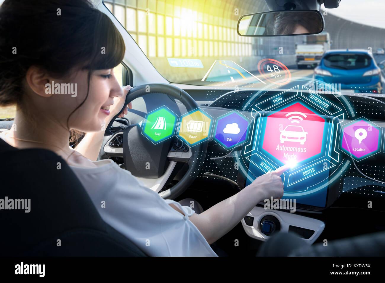HUD (head up display) del concepto de vehículo. Imagen De Stock