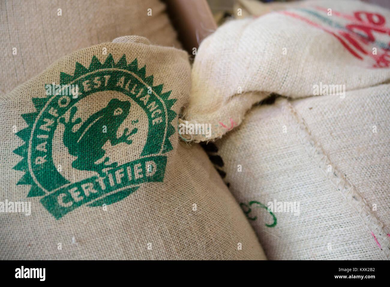 606efc3af Los sacos de café verde Foto & Imagen De Stock: 171293334 - Alamy