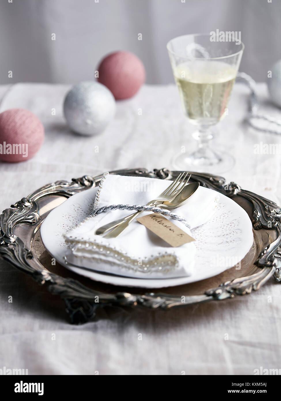 Navidad lugar,con copa de champaña. Foto de stock
