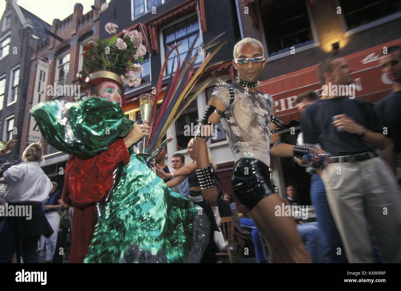 Los Países Bajos. Amsterdam. Canal Pride Parade, parte del Amsterdam Pride Festival, prestando atención Imagen De Stock