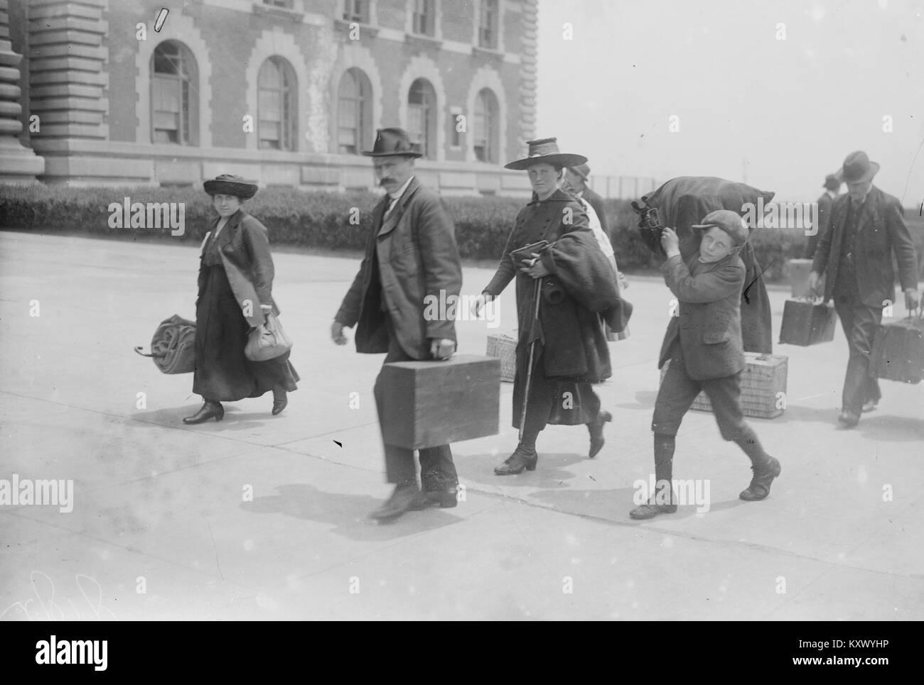 Inmigrantes en Ellis Island Foto de stock