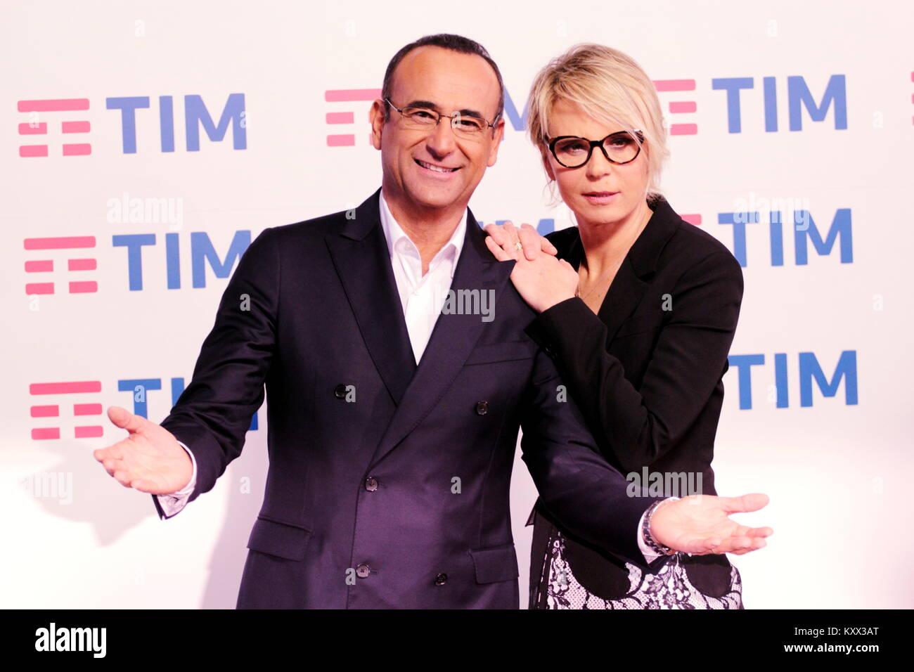 Carlo Conti e Maria de Filippi, photocall Festival di Sanremo 2017.Conferenza stampa presso del techo de la sala del Teatro Ariston. Foto de stock