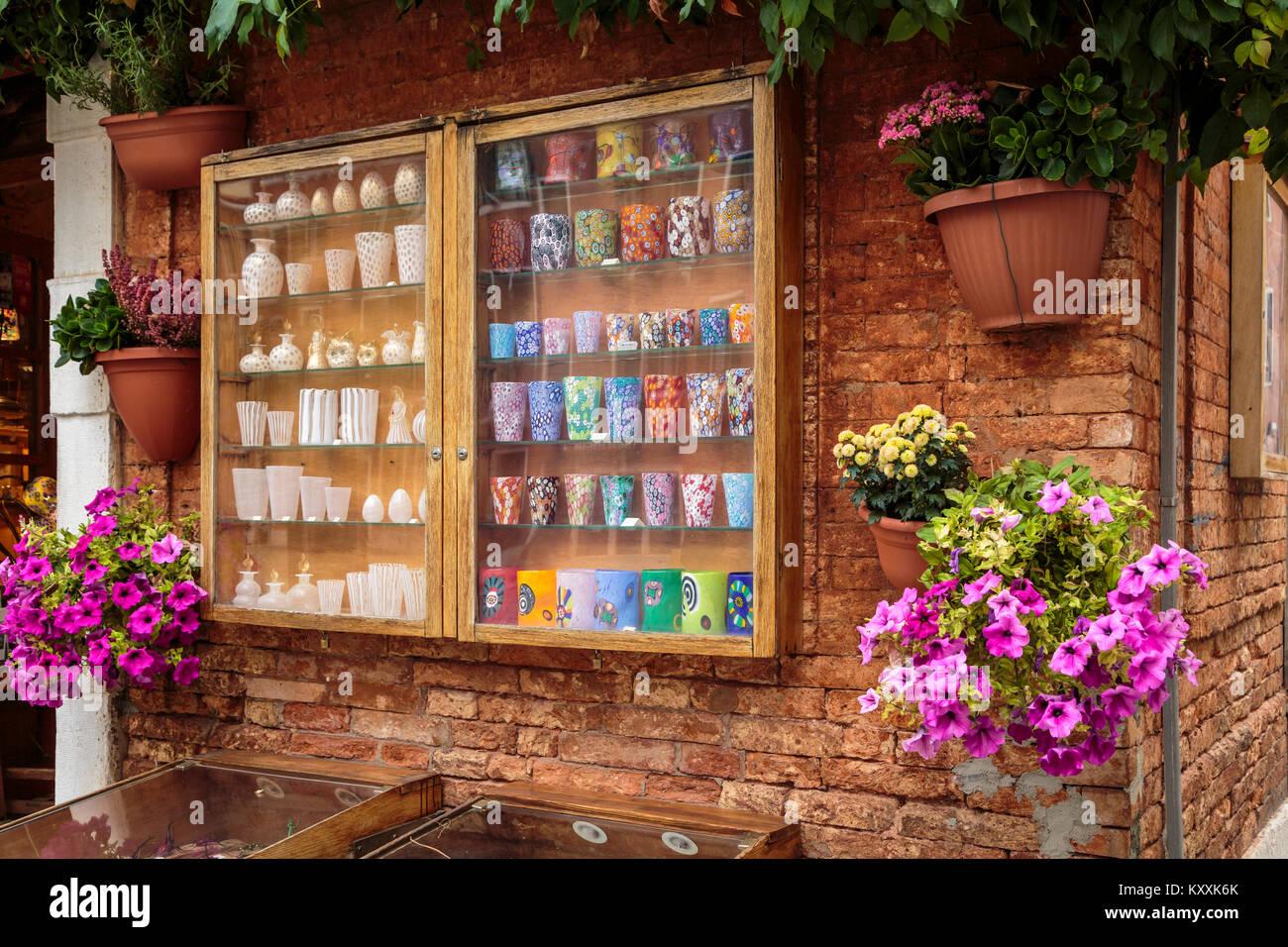 Una tienda exterior decorativo en el Veneto, Venecia, Italia, Europa. Imagen De Stock