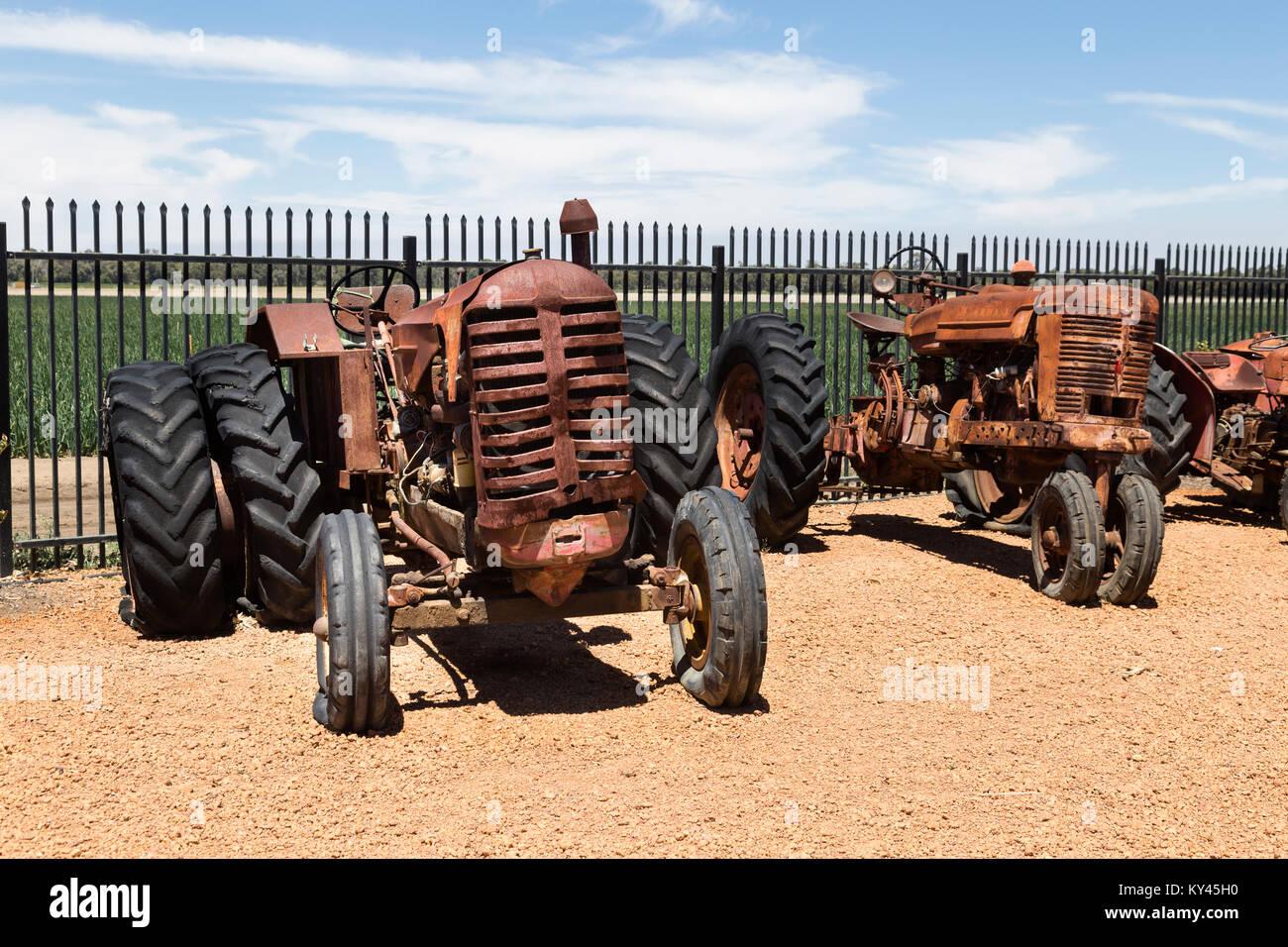 Tractores Vintage Imágenes De Stock Tractores Vintage