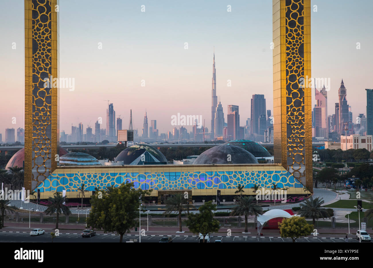 Dubai Landmark The Frame Imágenes De Stock & Dubai Landmark The ...