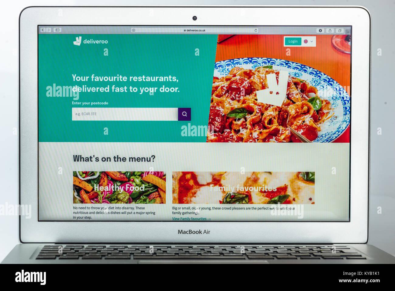 La página de inicio del sitio web oficial de Deliveroo - la empresa de distribución de alimentos en línea Imagen De Stock