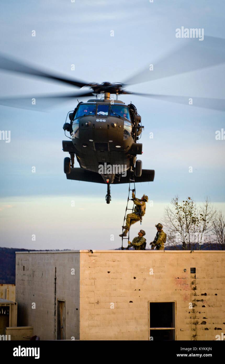 Los miembros de la Guardia Nacional Aérea de Kentucky's 123º Escuadrón de tácticas especiales Imagen De Stock