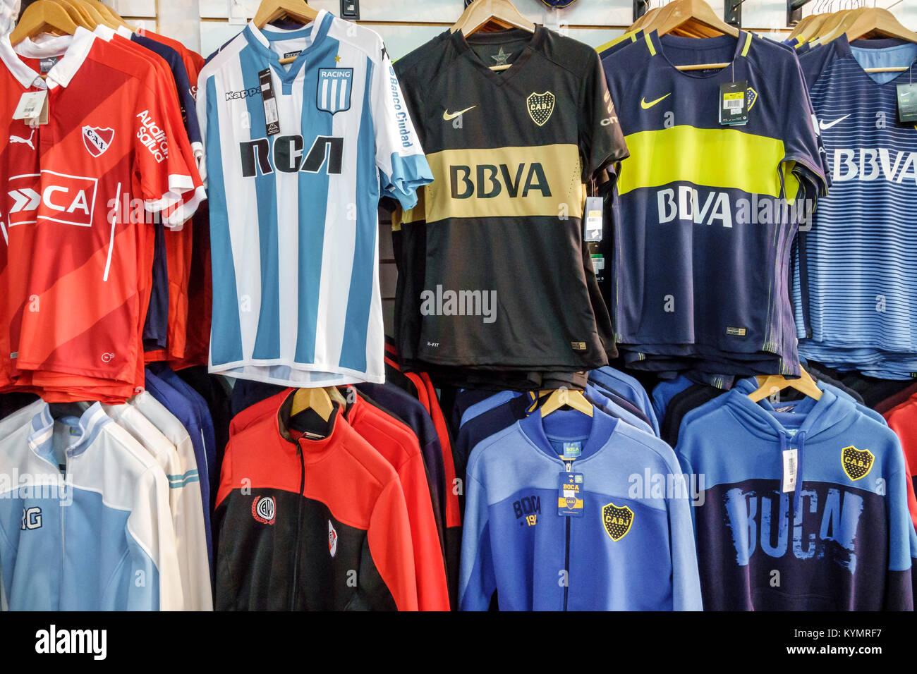 33ebfd8e79a5e Buenos Aires Argentina San Telmo compras de la tienda de ropa atlética  mercancía Deportes Fútbol Club Atlético Boca Juniors argentino Hispano  Argentino ...